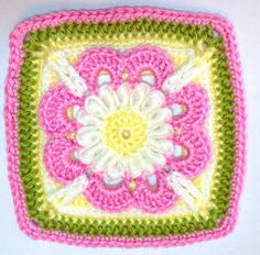 Pattern and photo of One Granny Square every day for 2014.  So far she has 25.  Looks like she is making her resolution