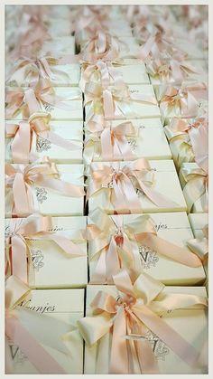 Guest Favors Dr. Vranjes - wedding theme: Flower Power Bomboniere profumazione Petali di Rosa