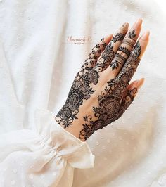 Searching for stylish mehndi designs for the party that look gorgeous? Stylish Mehndi Design is the best mehndi design for any func. Modern Henna Designs, Finger Henna Designs, Arabic Henna Designs, Stylish Mehndi Designs, Mehndi Designs For Fingers, Mehndi Design Images, Beautiful Mehndi Design, Latest Mehndi Designs, Mehndi Designs For Hands