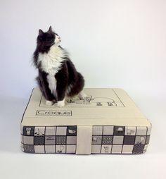Lit pour chat et chien/Dog bed/ Lit pour animaux/Cat bed de la boutique LESTISSUSCROQUIS sur Etsy