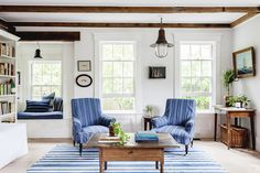 Blue Living Room Decor - What is Joanna Gaines favorite paint color? Blue Living Room Decor - When painting a room two colors which wall should be darker? Living Room Designs, Living Room Decor, Living Spaces, Living Rooms, Kitchen Living, Les Hamptons, Piece A Vivre, Farmhouse Style Decorating, Family Room