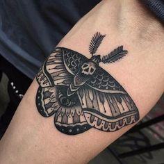Tatuagem Braço Mariposa por Cloak and Dagger Tattoo