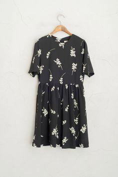 Big White Flower Print Short Sleeve Dress, Black