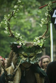 Green Man - taken at the Beltane bash, Russell Square London. I like this personification of the Green Man. Magic Creatures, Forest Creatures, Beltaine, Larp, Russell Square, Halloween Karneval, Deco Floral, Sabbats, Midsummer Nights Dream