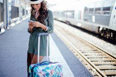 Urban Safari, les combishorts c'est la vie!  Je porte une combishort kaki et des bracelets H&M, des sandales Way Custom, une bague Le Petit Cartel, un sac En Shallah et une valise fleurie American Tourister.  #jumpsuit #suitcase #sandals #ring #bag #costumejewels #summer #brunette #girl #beautifulgirl #holidays #hat #happy #sun