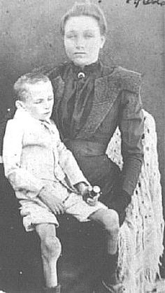 Boer mother and child in a British Concentration Camp, Anglo-Boer War, About 30 000 women and children died in the British Concentration Camps.