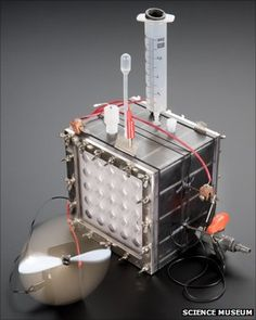 US researchers demonstrate how power cells fuelled by bacteria can be self-powered and produce a limitless supply of hydrogen. Renewable Energy, Solar Energy, Hydrogen Generator, Electrical Grid, Hydrogen Fuel, Energy Projects, Sustainable Energy, Diy Electronics, Energy Technology