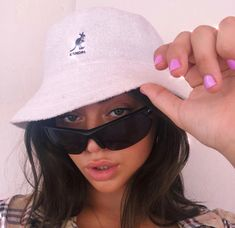 Bucket Hat Outfit, Baby Pink Aesthetic, Aesthetic Girl, Bob Chapeau, Outfits With Hats, Cute Outfits, Trendy Outfits, Bling Bling, Cute Selfie Ideas