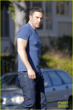 Ben Affleck's Batman Muscles Keep Getting Bigger & Bigger!: Photo Ben Affleck's muscles are looking very defined in his tight blue t-shirt while stepping out on Wednesday afternoon (February in Los Angeles. Ben Affleck Batman, Chris Meloni, Comic Books Art, Book Art, Actors & Actresses, Hot Guys, Crushes, Butler, Muscles