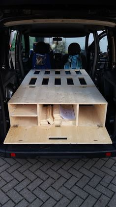 DIY Bildergallerie – The clever and inexpensive Ca … DIY picture gallery – The clever and inexpensive camping box to plug in! The post DIY Bildergallerie – The clever and inexpensive Ca … appeared first on Woman Casual - Camping Auto Camping, Minivan Camping, Camping Gear, Camping Trailers, Camping Diy, Airstream Camping, Retro Trailers, Luxury Camping, Camping Checklist