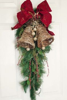 Easy and Simple Christmas Decorations; Home Decor christmas Easy and Simple Christmas Decorations Christmas Swags, Christmas Door Decorations, Christmas Bells, Outdoor Christmas, Holiday Wreaths, Rustic Christmas, Simple Christmas, Christmas Holidays, Christmas Crafts