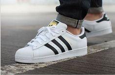 Zapatillas adidas SuperStar de hombre. Disponibles en www.moda-hipster.com