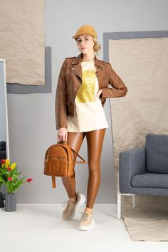 autumn | autumn outfit | spring outfit | summer outfit | autumn fashion | womensoutfit | casual outfit | women autumn outfit | creamy t-shirt | patterned t-shirt | letaher leggings | brown leggings | brown jacket | letaher jacket | brown backpack | letaher backpack | brown sneakers | fashion inspo | outfit inspo #ootd #factcooloutfit Summer Outfits Women, Spring Outfits, Brown Leggings, Brown Sneakers, Brown Jacket, Sneakers Fashion, Autumn Fashion, Casual Outfits, Clothes For Women