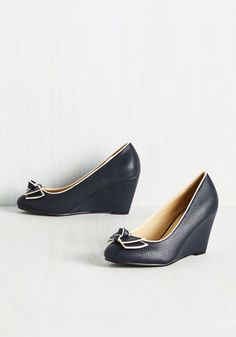 The world's most perfect blue wedding shoes? | Offbeat Bride
