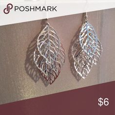 Beautiful leaf earrings Earrings only worn once! Jewelry Earrings