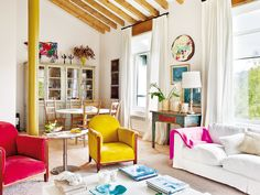 Rustic meets colorful and fun! Love the vibe of this farmhouse spotted on nuevo estilo ! Unique House Plans, Dream House Plans, Art Deco Furniture, Furniture Styles, Interior Bohemio, Huge Houses, Design Your Own Home, Mediterranean House Plans, Piece A Vivre