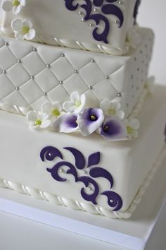 Beautiful Cake Pictures: Pretty Purple Calla Lillies on White Quilted Cake - Cakes With Jewels, Elegant Cakes, Flower Cake, Wedding Cakes - Purple And Silver Wedding, Purple Wedding Cakes, Amazing Wedding Cakes, Purple Cakes, Cake Wedding, Calla Lillies Wedding, Cala Lilies, Calla Lily Cake, Wedding Cake Inspiration