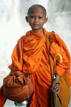 I ❤ COLOR NARANJA ❤ novice Buddhist monk
