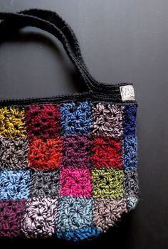 Discover thousands of images about sekolanka-KASSI Crochet Beach Bags, Crotchet Bags, Crochet Doily Rug, Knitted Bags, Crochet Hooks, Knit Crochet, Crochet Bag Tutorials, Crochet Purse Patterns, Granny Square Crochet Pattern