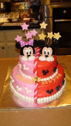 Mickey and Minnie More from my siteDisney Tips (including Disney World Tips!) – fromMinnie Mouse Cookies, Mickey Mouse Cookies, red and white cookies, pokadot cooki…Mickey Mouse Clubhouse Gumball Mittelstücke Twin Birthday Cakes, Twin Birthday Parties, Mickey Party, Mickey Mouse Birthday, 3rd Birthday, Birthday Ideas, Bolo Mickey E Minnie, Mickey Cakes, Mickey Mouse Cake