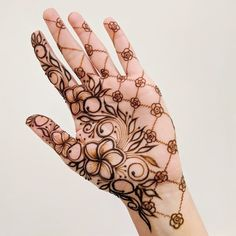 Simple mehndi designs for hands to kick start the ceremonial fun. If elaborate henna designs are a bit too much for you, then check out these henna designs. Modern Henna Designs, Rose Mehndi Designs, Stylish Mehndi Designs, Mehndi Designs For Girls, Mehndi Designs For Fingers, Beautiful Henna Designs, Latest Mehndi Designs, Henna Tattoo Designs, Beautiful Mehndi