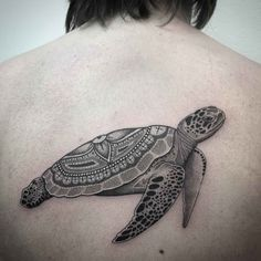 Sea turtle tattoo is made by romantic people, by women preferable. However, sea turtle tattoos can be very different and are suitable for everyone literally. Tattoo On, Back Tattoo, Arm Band Tattoo, New Tattoos, Body Art Tattoos, Tribal Shoulder Tattoos, Mens Shoulder Tattoo, Girls With Sleeve Tattoos, Tattoos For Women