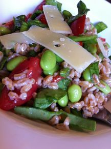 Edamame Salad with Farro, Spinach and Tomatoes