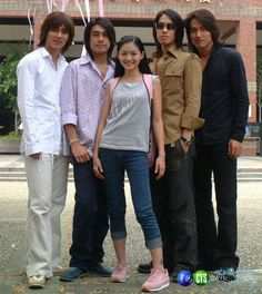 Meteor Garden - Taiwanese version of Boys Before Flowers (Vic Zhou, Ken Chu, Barbie Hsu, Vaness Wu and Jerry Yan) Boys Before Flowers, Boys Over Flowers, Jerry Yan, F4 Meteor Garden, Shan Cai, Taiwan Drama, Workout For Flat Stomach, Korean Star, Drama Movies