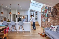 Real home: a colourful kitchen-diner extension Rosie and Tom Foster-Carter spent time shopping around for their perfect project in a quieter part of London, finding inspiration for their dream kitchen extension along the way Open Plan Kitchen Diner, Kitchen Diner Extension, Open Plan Kitchen Living Room, Kitchen Family Rooms, Open Plan Living, New Kitchen, Kitchen Interior, Kitchen Decor, Brick Wall Kitchen