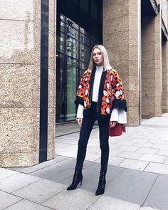 """Mi piace"": 1,199, commenti: 15 - Марианна🗯 (@mariannaeliseeva) su Instagram: ""Вот написала вчера про коллаборации и вспомнила о, забытой с того года, куртке! Хожу, радуюсь. Как…"" Heels Outfits, Kimono Top, Tops, Women, Fashion, Moda, Women's, Fasion, Trendy Fashion"