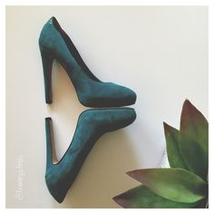 Sam Edelman Yasmine Teal Pump EUC • Teal Suede • Hidden Platform • 4.5 Heel • Triangle Reptile Insert at Heel • Leather Upper • Small Mark on Right side of Left Shoe (See Last Pic) Sam Edelman Shoes Heels