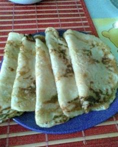 Clatite de post cu mere - imagine 1 mare Good Food, Yummy Food, Vegan Sweets, Goodies, Food And Drink, Gluten, Mexican, Tasty, Bread
