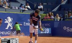 Tennis ball boy faceplants into wall, pretends nothing happened in a spectacular recovery
