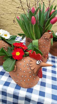Clay Birds, Ceramic Birds, Ceramic Art, Pottery Pots, Ceramic Pottery, Ceramics Projects, Clay Projects, Ceramic Chicken, Chicken Painting