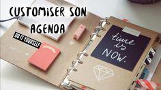 DIY - Je vous propose de customiser votre agenda, de le rendre à votre image afin d'être organisé(e) tout au long de l'année! ↓ ↓ DEROULEZ LA BARRE D'INFO ↓ ...