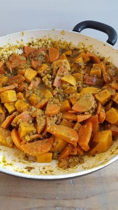 Vegetarische linzencurry stoofpotje met wortel, tomaat en zoete aardappel Clean Recipes, Veggie Recipes, Healthy Recipes, Veggie Food, Happy Foods, Pot Roast, Sweet Potato, Curry, Food Porn
