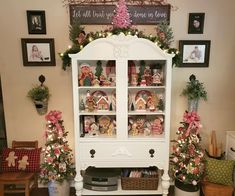 Christmas Gingerbread, China Cabinet, Bookcase, Shelves, Storage, Furniture, Home Decor, Miniatures, Purse Storage