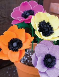 In this tutorial from our Paper Art special issue, Jenny Jafek-Jones shows you how to create pretty paper flower anemones.