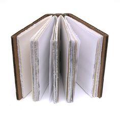 Cartón Handbound libro efímero papel oscuro marrón del hilo de