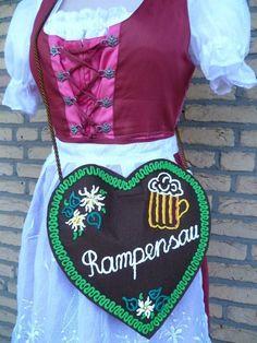 Oktoberfest Dirndl-Tasche Lebkuchenherz Rampensau von Jana´s Hüttenwerk auf DaWanda.com