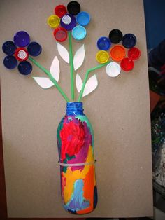 Blumen aus Flaschendeckeln und Strohhalmen basteln mit Kleinkindern