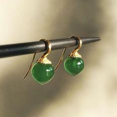 Serpentine dew drops by OLE LYNGGAARD COPENHAGEN. #18k #green #serpentine #dewdrops #olelynggaardcopenhagen #charlottelynggaard #jewellery #finejewelry #jewelry # envy #gold #futureheirlooms #augustla