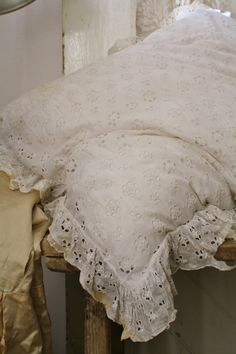 Kussen Old Pillows, Cushions, Doilies, Linens, Cool Pictures, Cottage, Romantic, Princess, Nice