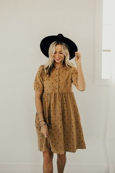 The Brandee Polka Dot Dress in Caramel Modest Dresses, Simple Dresses, Casual Dresses, Summer Dresses, Pretty Outfits, Pretty Dresses, Cute Outfits, Modest Fashion, Girl Fashion