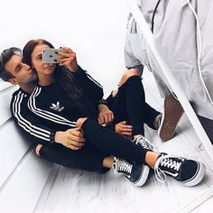 Couple shared by a broken flower Tumblr Couples, Teen Couples, Matching Couple Outfits, Matching Couples, Cute Couples Goals, Couple Goals, Paar Style, Bae Goals, Relationship Goals Pictures