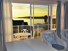 Sea La Vie - Situated 100 metres from the beach, Sea la Vie is a cosy self-catering unit for up to four people in Gordon's Bay. This neat double-story unit comprises two bedrooms that share the use of a bathroom .