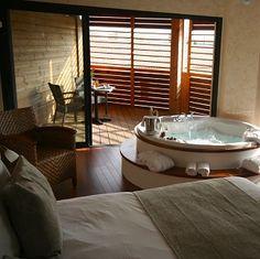 Merveilleux Week End Romantique : Votre Chambre Du0027hotel Avec Jacuzzi Privé En France