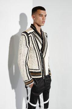 See all the Collection photos from Balmain Spring/Summer 2015 Menswear now on British Vogue Look Fashion, High Fashion, Fashion Show, Mens Fashion, Fashion Design, Fashion Trends, Milan Fashion, Balmain Men, Balmain Paris