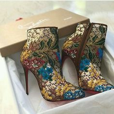 Photo by Louboutin Fan Page ( Heeled Boots, Bootie Boots, Shoe Boots, Ankle Boots, Hot Shoes, Shoes Heels, Killer Heels, Dream Shoes, Beautiful Shoes