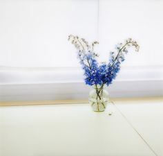 Find the latest shows, biography, and artworks for sale by Uta Barth. Photographing exclusively in her own home, Uta Barth seeks to make viewers conscious of… Contemporary Photography, Contemporary Art, Uta Barth, Still Life Photography, Glass Vase, Artsy, Abstract, Color, Uni